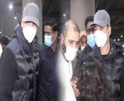 Bollywood Actor Akshay Kumar Spotted at Mumbai Airport.Watch Out <br/><br/>#AkshayKumar #AkshaySpotted