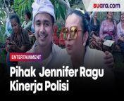 Kuasa Hukum Jennifer Jill Pertanyakan Keterangan Saksi dan Kinerja Polisi<br/><br/><br/><br/>Kuasa hukum Jennifer Jill, Sahala Silitonga mempertanyakan keterangan saksi dari Jaksa Penuntut Umum (JPU) dalam persidangan yang digelar di Pengadilan Negeri Jakarta Barat, Rabu (9/6/2021).<br/><br/>Selain memberikan keterangan berbeda dari berita acara pemeriksaan (BAP), dua orang saksi tak menyaksikan saat pihak polisi menggeledah rumah istri Ajun Periwa tersebut. Selengkapnya dalam video ini.<br/><br/>Link terkait: <br/>https://www.suara.com/entertainment/2021/06/09/161147/sidang-narkoba-jennifer-jill-2-saksi-dari-jaksa-beri-keterangan-berbeda<br/><br/>#JenniferJill #PertanyakanSaksi<br/><br/>Video Editor: Yulita Futty Hapsari<br/>===================================<br/>Homepage: https://www.suara.com<br/>Facebook Fan Page: https://www.facebook.com/suaradotcom<br/>Instagram:https://www.instagram.com/suaradotcom/<br/>Twitter:https://twitter.com/suaradotcom<br/>