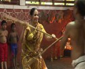 Die 78-jährige Meenakshi Amma ist Meistern des Kalari, Indiens ältester Kampfkunst. Die Urgroßmutter möchte, dass besonders viele Mädchen und Frauen den Kampfsport erlenen, um sich besser verteidigen zu können<br/>Der Artikel zum Video: https://www.derstandard.at/story/2000130101177/martial-arts-uroma-kaempft-fuer-frauenrechte<br/>Foto: AFP